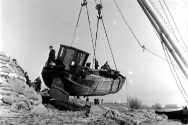 1993-831 Een combinatie van zeer zware storm en springvloed veroorzaakt een watersnoodramp in Zeeland en delen van ...