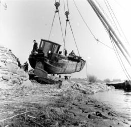 1993-832 Een combinatie van zeer zware storm en springvloed veroorzaakt een watersnoodramp in Zeeland en delen van ...