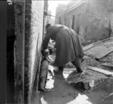 1993-902 Een combinatie van zeer zware storm en springvloed veroorzaakt een watersnoodramp in Zeeland en delen van ...
