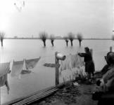 1993-913 Een combinatie van zeer zware storm en springvloed veroorzaakt een watersnoodramp in Zeeland en delen van ...