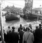 1993-915 Een combinatie van zeer zware storm en springvloed veroorzaakt een watersnoodramp in Zeeland en delen van ...