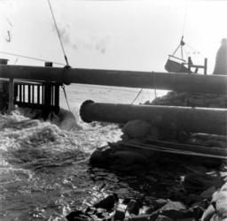 1993-920 Een combinatie van zeer zware storm en springvloed veroorzaakt een watersnoodramp in Zeeland en delen van ...