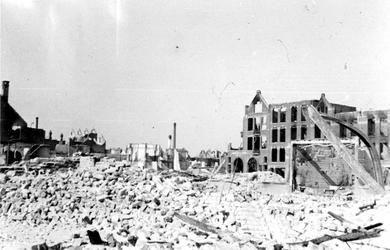 1994-13 Restanten van gebouwen aan de Schoutenstraat na het Duitse bombardement van 14 mei 1940.