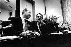 1994-1748 Oud-burgemeester André van der Louw steunt tijdens een bijeenkomst de kandidatuur voor het wethouderschap van ...