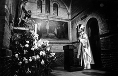 1994-1787 Inwijding van A. van Luyn tot bisschop van Rotterdam in de kerk van de Heilige Laurentius en Elisabeth.
