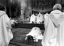 1994-1788 Inwijding van A. van Luyn tot bisschop van Rotterdam in de kerk van de Heilige Laurentius en Elisabeth.