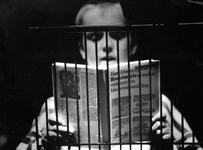 1994-1847 Voorleeswedstrijd voor Rotterdamse scholieren in het Bibliotheektheater.