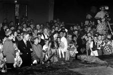 1994-1950 Afscheidfeest van wethouder Pim Vermeulen in de vertrekhal van de Holland Amerika Lijn.