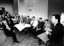 1994-2014 CDA-lijsttrekker E. Brinkman spreekt in Partycentrum 't Slag' met vertegenwoordigers van Boulevard Zuid en ...