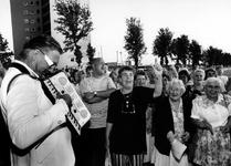 1994-2044 Iedereen, waaronder ook Wethouder H. Kombrink (kunstzaken) en mevr. W. Lembke-Hoes (wijkorgaan Katendrecht), ...