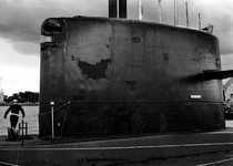 1994-2112 De onderzeeboot 'Zeeleeuw' ligt ter bezichtiging aan de Müllerpier tijdens de Wereldhavendagen.
