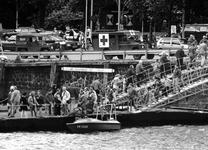 1994-2114 Wereldhavendagen, Er is door de Marine een pontonbrug aangelegd door de Parkhaven.