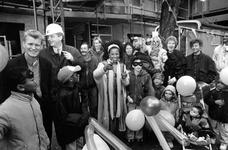 1994-2170 Atlete Nelli Cooman start een donateursactie bij het bereiken van het hoogste punt van het nieuwe pand voor ...