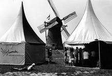 1995-1060 Officiële overdracht van de Pendrechtse molen aan het natuur- en recreatieschap IJsselmonde.