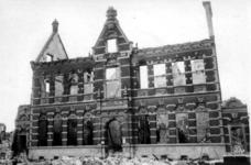 1995-484-6 Gezicht in de door het Duitse bombardement van 14 mei 1940 getroffen Van der Duynstraat, bij de Ammanstraat ...