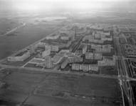 1996-1364 Overzicht van de wijk Ommoord. Rechts de President Rooseveltweg, middenvoor de John Mottweg.