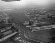 1996-1368 Overzicht van de rivier de Rotte en omgeving. Rechts de wijk Ommoord.