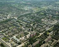1996-2512 Overzicht van de wijk Het Lage Land. Links achterin de wijk Oosterflank.