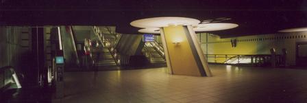 1996-261-TM-263 Station Blaak.Van boven naar beneden afgebeeld:- 261: Interieur spoorwegstation.- 262: Ingang van het ...