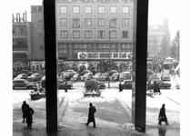 1997-1338 Het Beursplein, gezien vanaf de trappen van de Beurs.