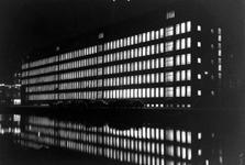 1997-1398 Het Stadstimmerhuis aan het Haagseveer, bij avond.