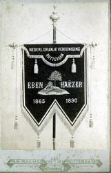 1997-890 Het lustrumvaandel (1865-1890) van oranjevereniging Eben Haëzer