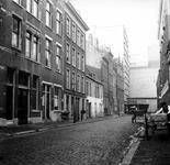 1998-1067 De Baan met zicht op de expeditie-ingang van warenhuis De Bijenkorf.