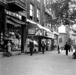 1998-1078 De West-Kruiskade met op de achtergrond de St. Jozefkerk op de hoek van de Sint-Mariastraat.