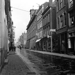 1998-1096 De Hoogstraat. Rechts de Schotschesteeg.