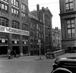 1998-1111 De Korte Hoogstraat met rechts het Schielandshuis en links de Grote Pauwensteeg.