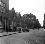 1998-1123 Kinderen poseren voor de fotograaf in de Rubroekstraat.