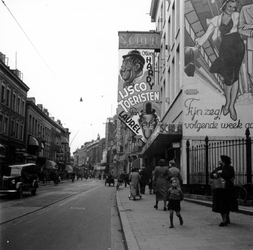 1998-1127 De Kruiskade met bioscoop Scala.