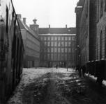 1998-1129 Het Gedempte Doelwater in de sneeuw. Op de achtergrond het Hoofdbureau van Politie, rechts het Stadhuis.