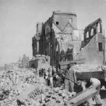 1998-1260 Restanten van het oude stadhuis, als gevolg van het Duitse bombardement van 14 mei 1940. Het oude raadhuis ...