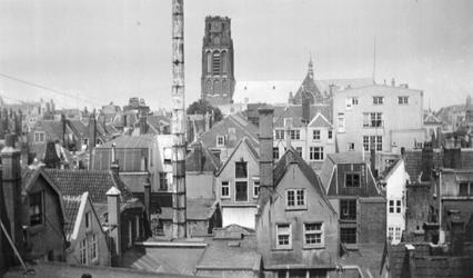 1998-45 Gezicht op de omgeving van de Noordblaak en Nieuwstraat, vanuit zuidelijke richting. Vanuit een raam op de ...