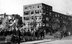 1998-934 Gezicht op de door het Duitse bombardement van 14 mei 1940 getroffen huizen met nrs. 122-126 aan De Savornin ...