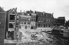 1998-979 Gezicht op de door het Duitse bombardement van 14 mei 1940 getroffen Molenwaterweg. Restanten van huizen en ...