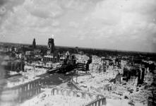 1998-992 Overzicht vanaf het Witte Huis: op de door het Duitse bombardement van 14 mei 1940 getroffen omgeving van de ...