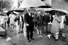 2000-1032 Wethouder ir. H. Meijer heropent de gerenoveerde speeltuin van Speeltuin Vereniging Crooswijk (SVC) aan de ...