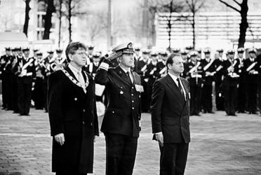 2000-1036 Burgemeester dr. A. Peper, generaal-majoor R. Spiekerman van Weezelenburg en R. Hoefsmit, voorzitter van het ...