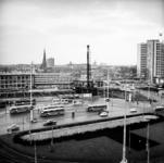 2000-45 Het Stationsplein met bouwput voor de aanleg van de metro. Op de voorgrond het Weena.