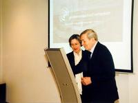 2000-468 Prins Claus opent het nieuwe Gemeentearchief Rotterdam aan de Hofdijk. Op de foto prins Claus en ...