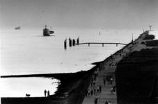 2000-649 De Maasmond met de pier in Hoek van Holland.