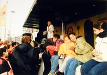 2000-709 28 november 1998Zangeres Corrie Konings treedt op tijdens de heropening van de Noorderboulevard.