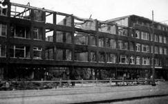 2000-71 Gezicht in de door het Duitse bombardement van 14 mei 1940 getroffen Schieweg. Restanten van gebouwen. Als ...