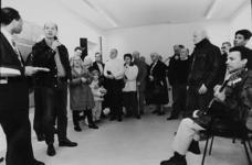 2000-720 10 januari 1999De fractievoorzitter van de SP in de Tweede Kamer, Jan Marijnissen, opent in de Agniesestraat ...