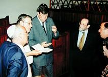 2000-793 20 juli 1999Burgemeester Ivo Opstelten brengt een bezoek aan de synagoge aan het A.B.N. Davidsplein. Op de ...