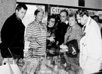 2000-883 Tijdens de Rotterdamse Dag in De Doelen trekt een maquette van Rotterdam in de stand van de City ...