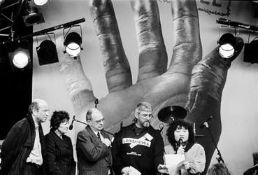 2000-963 4 april 1998Wethouder Hans Simons, europarlementariër Hedy d'Ancona, minister Jan Pronk, activist Rae MacGrath ...