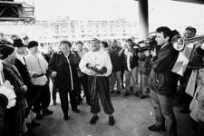 2000-968 11 april 1998Staatssecretaris mevrouw E.G. Terpstra opent samen met de watergeuzen van de 1-aprilvereniging ...